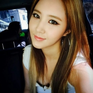 Yuri SNSD Promosi Lagu Baru dengan Selfie Cute Banget