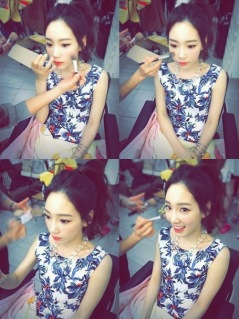 Taeyeon SNSD Share Photo Sedang Make-up