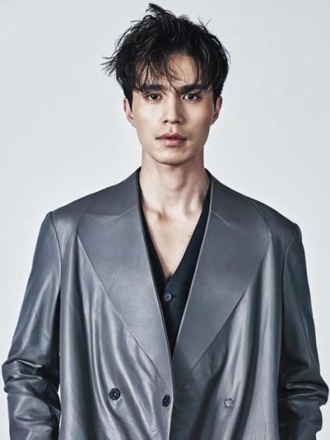 Lee Dong-wook Terlihat Cool dan Karismatik Di Majalah Men's Uno (3)