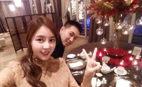 Sungmin SUJU & Kim Sa Eun Rayakan Ultah Pernikahan Pertama