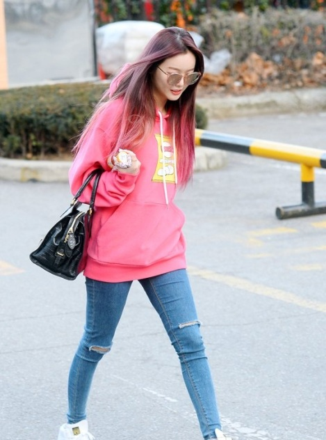 160108 Dalshabet on the way to Music Bank rehearsal (3)
