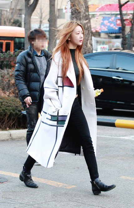 160108 Dalshabet on the way to Music Bank rehearsal (4)