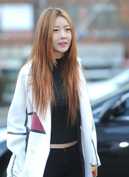 160108 Dalshabet on the way to Music Bank rehearsal (7)