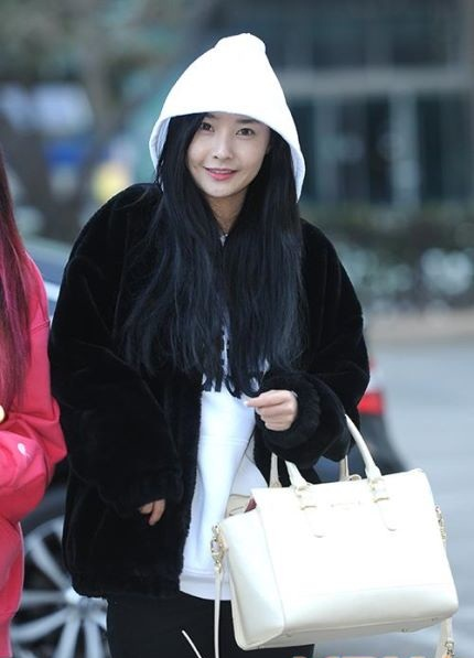 160108 Dalshabet on the way to Music Bank rehearsal (8)