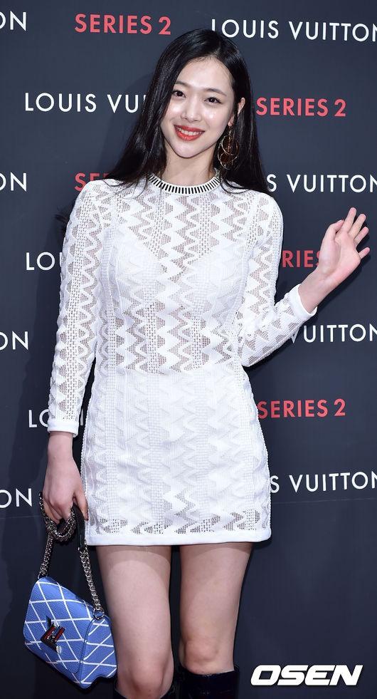 Baju Tembus Pandang Choi Sulli | Hallo, Hallyu!