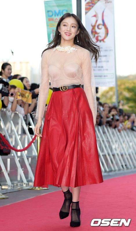 Baju Tembus Pandang Lee Sung-kyung