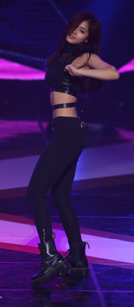 Bodi Abs Tzuyu TWICE (2)