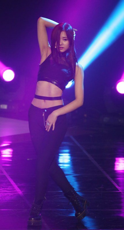 Bodi Abs Tzuyu TWICE (4)