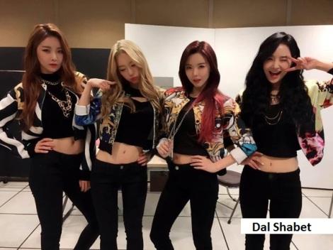 Dal Shabet: Dal Shabet pose menggoda di backstage Inkigayo