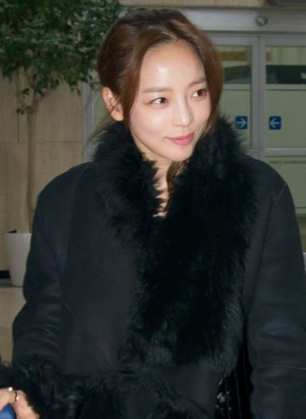 Hara KARA Airport Fashion (1)
