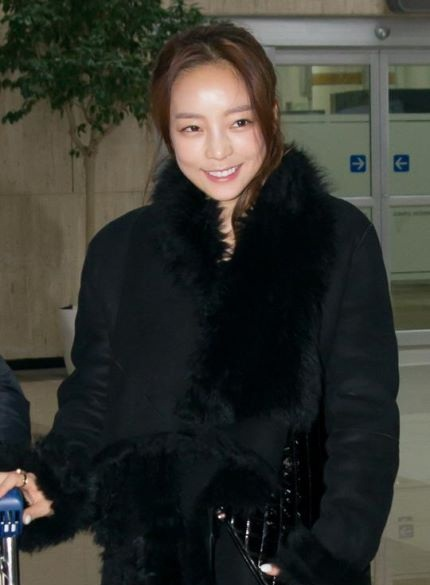Hara KARA Airport Fashion (2)