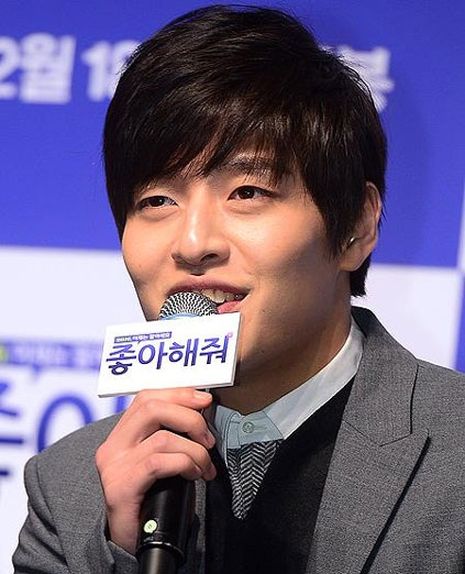 Kang Ha Neul saat menghadiri press conference film Like for Likes