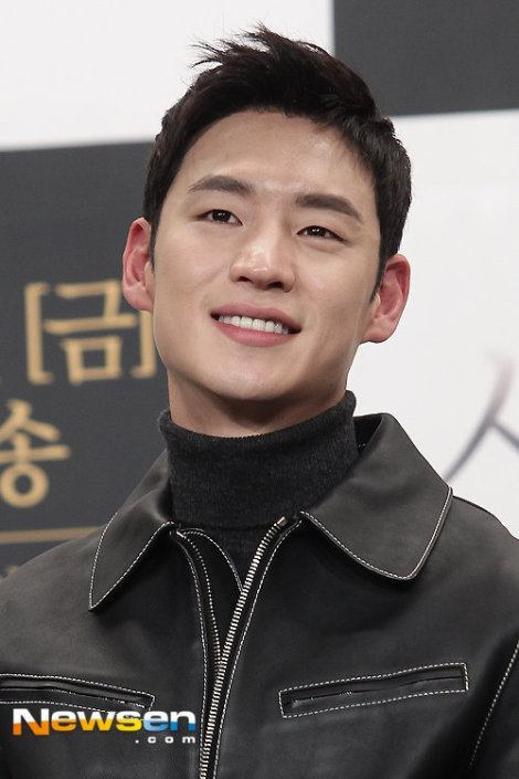 Lee Je-hoon - Pemeran Drama Korea Signal (1)