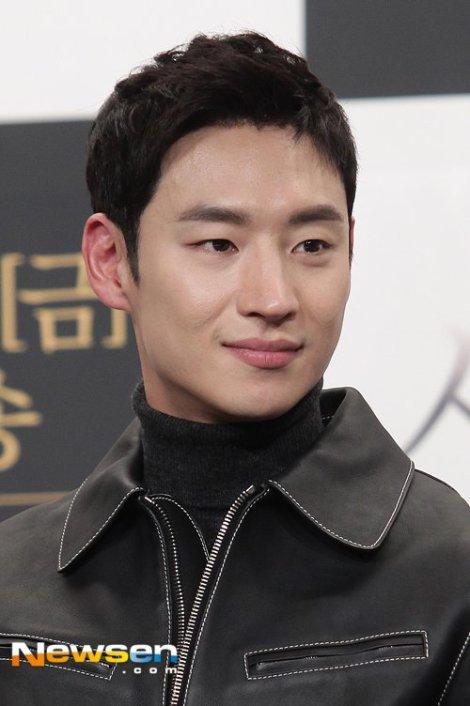 Lee Je-hoon - Pemeran Drama Korea Signal (2)