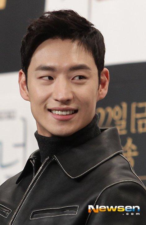 Lee Je-hoon - Pemeran Drama Korea Signal (4)