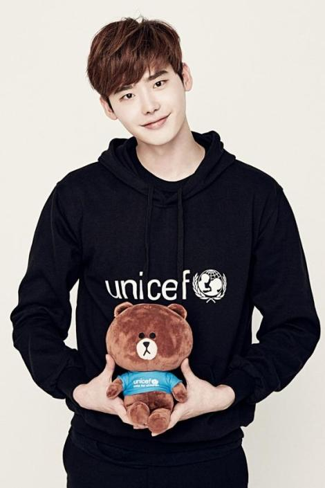 Lee Jong Suk for LINE X UNICEF Brown Edition (1)