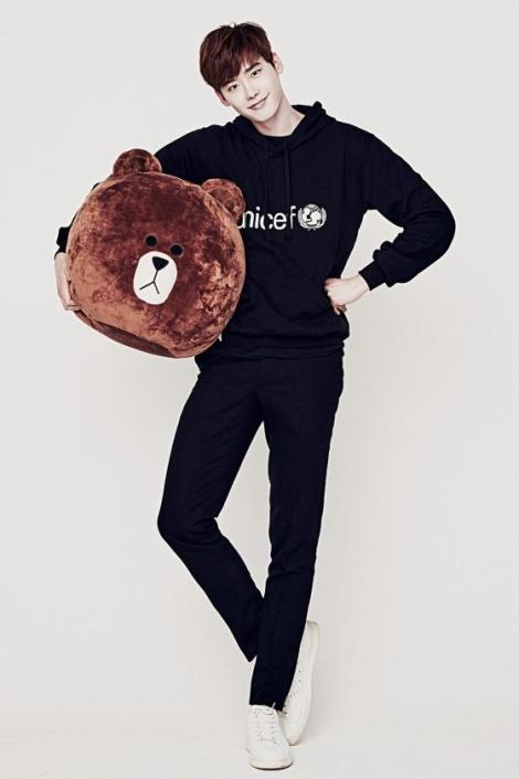 Lee Jong Suk for LINE X UNICEF Brown Edition (2)