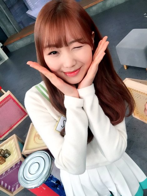 Lovelyz's pretty selfies from After School Club!! (2)