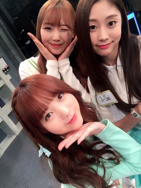 Lovelyz's pretty selfies from After School Club!! (27)