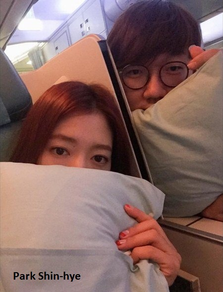 Park Shin-hye liburan keluarga