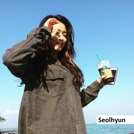 Seolhyun saat liburan di pantai