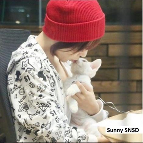 Sunny dari kelompok populer Girls Generation (SNSD)