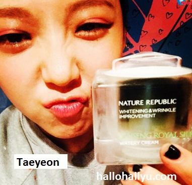 Taeyeon SNSD, selfie jalan, promo produk juga jalan!
