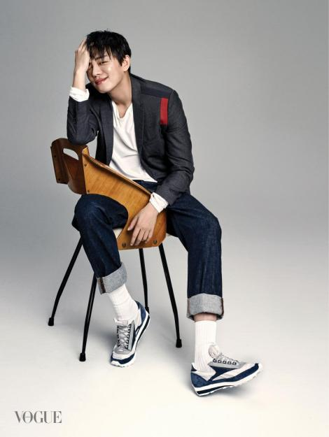Yoo Ah In for Magazine VOGUE (1)