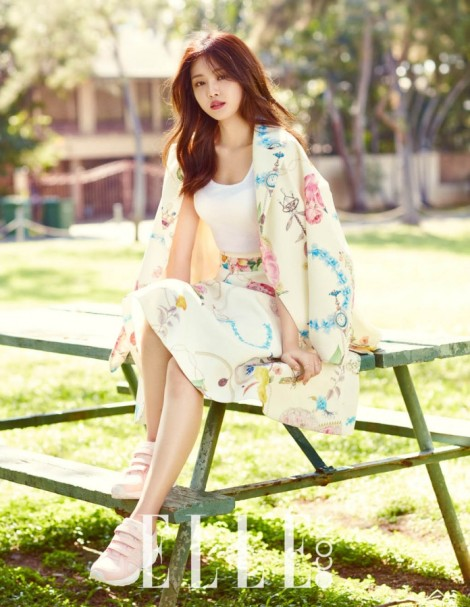 Apink's Son Na-eun looks elegant in feminine outfits (1)