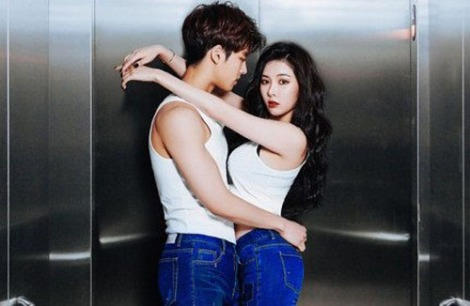 Hyuna 4Minute Pictorial Jeans Rubber (1)