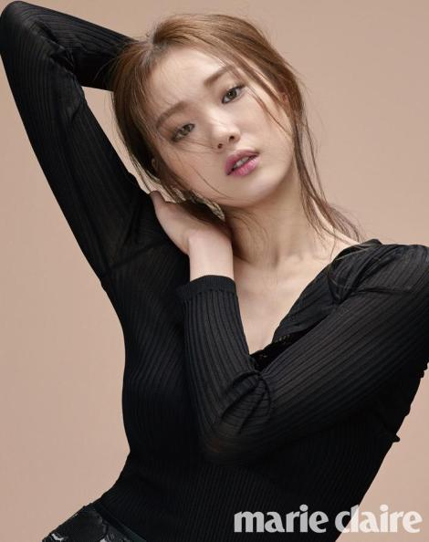 Lee Sung Kyung shows her indifferent charms for 'Marie Claire' March 2016 (1)