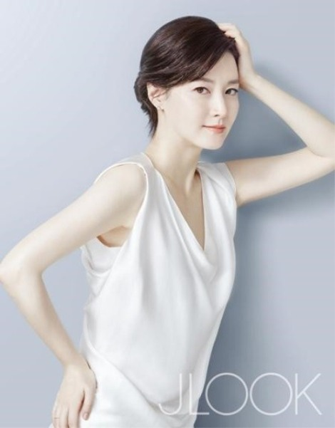 Lee Young-ae for JLOOK Magazine February (1)