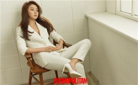 Actress Jung Yoo-mi pose for magazine Cosmopolitan June 2016 (1)