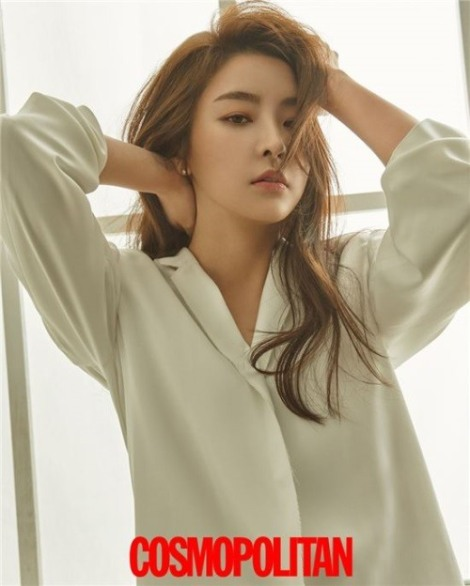 Actress Jung Yoo-mi pose for magazine Cosmopolitan June 2016 (2)
