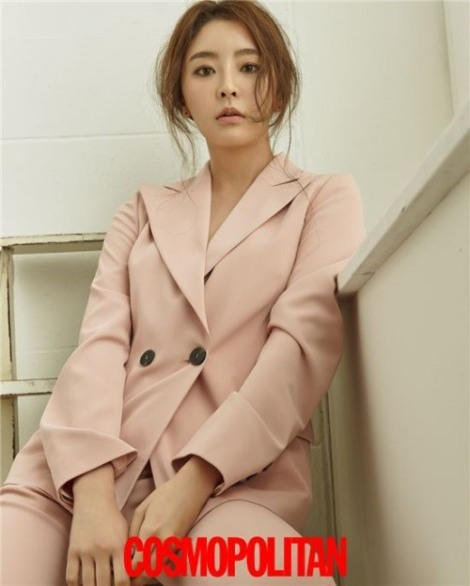 Actress Jung Yoo-mi pose for magazine Cosmopolitan June 2016 (3)