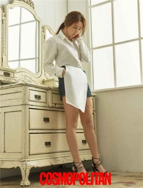 Actress Jung Yoo-mi pose for magazine Cosmopolitan June 2016 (4)