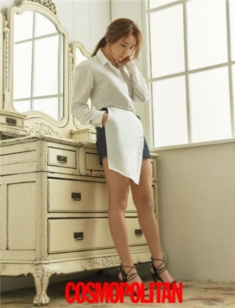 Actress Jung Yoo-mi pose for magazine Cosmopolitan June 2016 (4)
