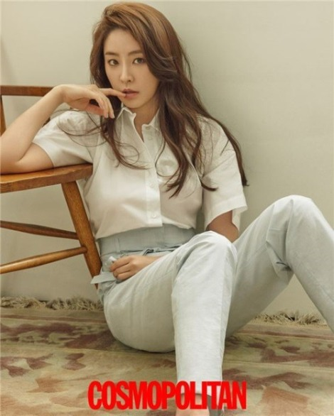 Actress Jung Yoo-mi pose for magazine Cosmopolitan June 2016 (5)