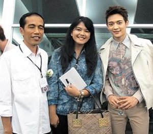Jokowi dan putrinya pose dg Minho SHINee