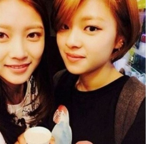 Jungyeon (Twice) and actress Gong Seung-yeon