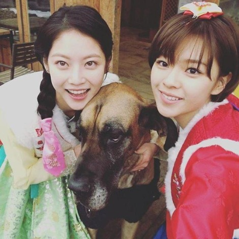 Jungyeon (Twice) and actress Gong Seung-yeon3