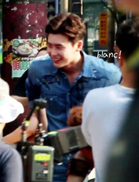 Lee Jong-suk Filming Koren Drama W Behind The Scenes (4)